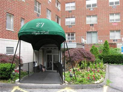 Condo Home Sold in Stamford CT 06907. Ranch house near beach side waterfront with 1 car garage.