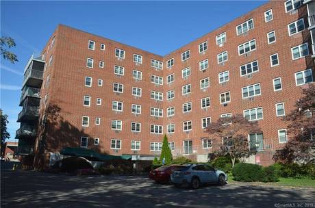 Condo Home For Rent in Stamford CT 06907.  house near waterfront.