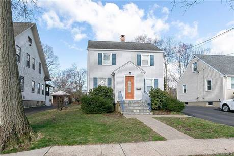Single Family Home Sold in Stratford CT 06615. Colonial house near beach side waterfront.