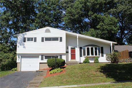 Single Family Home Sold in Stratford CT 06614.  house near waterfront with 1 car garage.