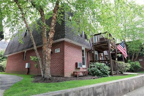 Condo Home Sold in Stamford CT 06905. Ranch house near river side waterfront with 2 car garage.