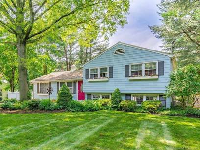 Single Family Home Sold in Fairfield CT 06825.  house near lake side waterfront.