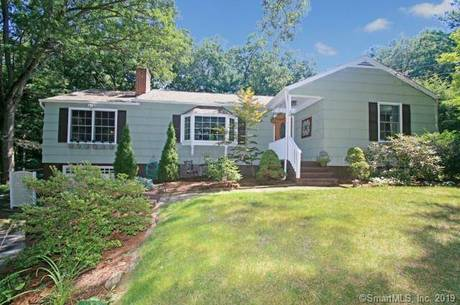 Short Sale: Single Family Home Sold in Newtown CT 06482. Ranch house near waterfront with 1 car garage.