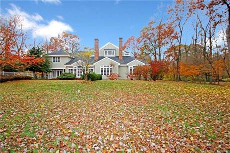 Foreclosure: Single Family Home Sold in Easton CT 06612. Colonial house near waterfront with swimming pool and 3 car garage.
