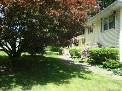 Single Family Home Sold in Shelton CT 06484.  house near waterfront with 2 car garage.