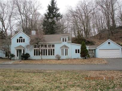 Foreclosure: Single Family Home Sold in Wilton CT 06897. Old contemporary, colonial house near waterfront with 2 car garage.