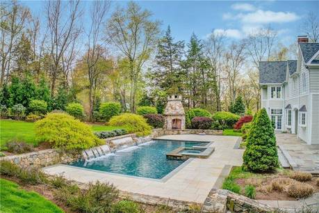 Mansion Sold in Weston CT 06883. Big colonial house near beach side waterfront with swimming pool and 3 car garage.