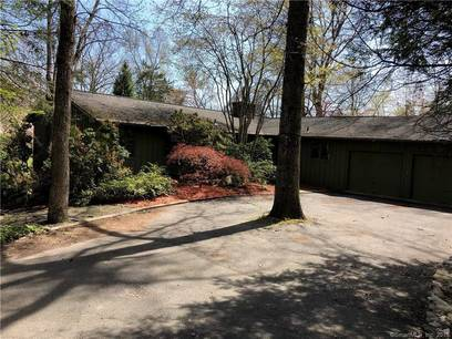 Foreclosure: Single Family Home Sold in Weston CT 06883. Ranch house near waterfront with 2 car garage.
