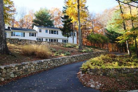 Single Family Home Sold in New Canaan CT 06840.  house near waterfront with 2 car garage.