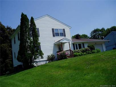 Single Family Home Sold in Danbury CT 06811. Colonial house near waterfront with 1 car garage.
