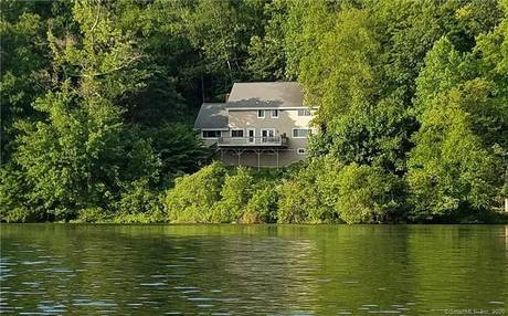 Single Family Home Sold in Ridgefield CT 06877. Colonial house near lake side waterfront with 1 car garage.