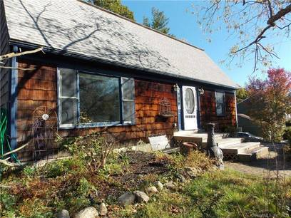 Single Family Home For Sale in Danbury CT 06811. Colonial house near waterfront.