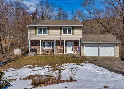 Single Family Home Sold in New Fairfield CT 06812. Colonial house near river side waterfront with 2 car garage.