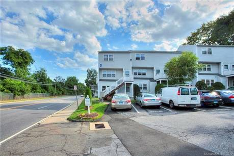 Condo Home For Sale in Norwalk CT 06850.  townhouse near beach side waterfront with swimming pool.
