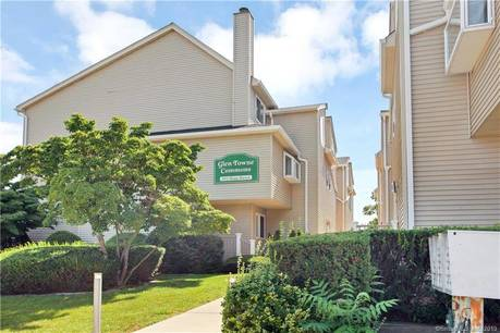 Foreclosure: Condo Home Sold in Stamford CT 06906.  townhouse near waterfront with 1 car garage.