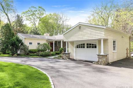 Single Family Home Sold in Stamford CT 06902. Ranch house near waterfront with swimming pool and 1 car garage.
