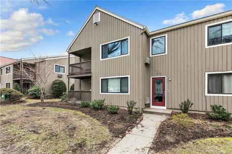 Condo Home Sold in Bridgeport CT 06606. Ranch house near waterfront with swimming pool.