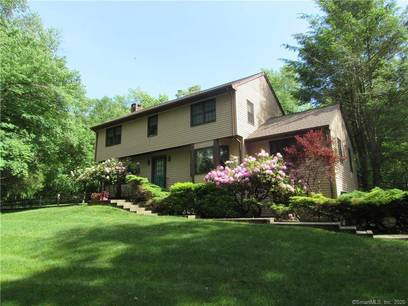 Single Family Home Sold in Brookfield CT 06804. Colonial house near waterfront with swimming pool and 2 car garage.
