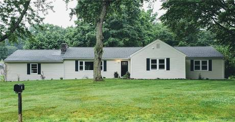 Single Family Home Sold in Norwalk CT 06851. Ranch house near lake side waterfront with 2 car garage.