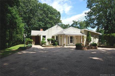 Single Family Home Sold in Norwalk CT 06851. Ranch house near beach side waterfront.