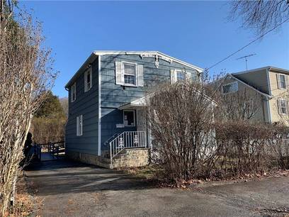 Foreclosure: Single Family Home Sold in Greenwich CT 06831. Colonial house near waterfront.