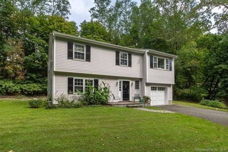 Single Family Home Sold in Norwalk CT 06854. Ranch, colonial house near beach side waterfront with 1 car garage.