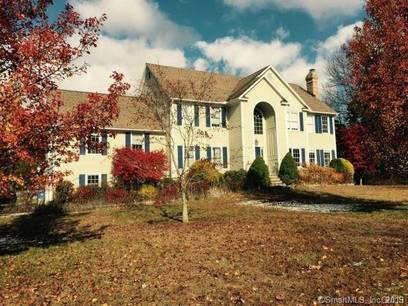 Short Sale: Single Family Home For Sale in Trumbull CT 06611. Colonial house near waterfront with 3 car garage.