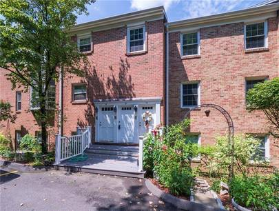 Condo Home Sold in Norwalk CT 06851. Ranch house near waterfront with swimming pool.