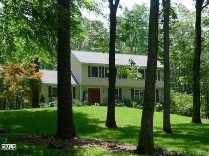 Single Family Home For Rent in Newtown CT 06470. Colonial house near waterfront with 2 car garage.