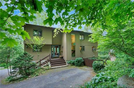 Single Family Home Sold in Stamford CT 06905. Contemporary house near waterfront.