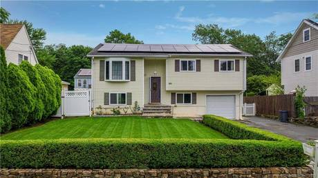 Single Family Home Sold in Norwalk CT 06854. Ranch house near waterfront.