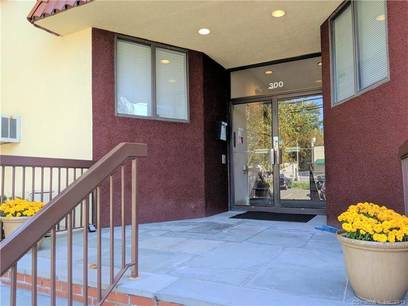Condo Home For Rent in Stamford CT 06902. Ranch house near waterfront.