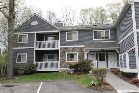 Condo Home Sold in Monroe CT 06468. Ranch house near waterfront with swimming pool and 1 car garage.