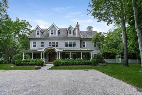 Mansion For Rent in New Canaan CT 06840. Big colonial house near waterfront with swimming pool and 3 car garage.