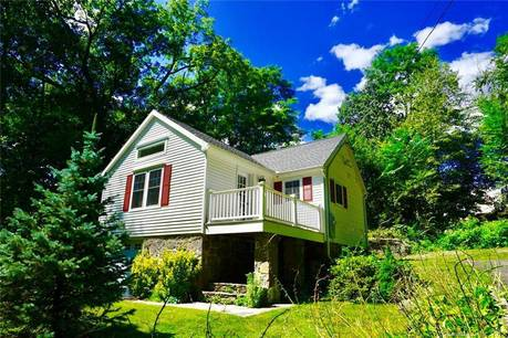 Single Family Home Sold in Stratford CT 06614. Ranch house near lake side waterfront with 1 car garage.