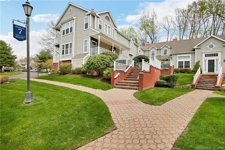 Condo Home For Sale in Trumbull CT 06611. Ranch house near waterfront with swimming pool and 2 car garage.