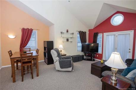 Condo Home Sold in Norwalk CT 06851. Ranch house near beach side waterfront with 1 car garage.