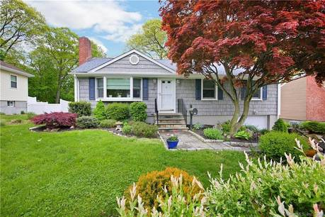 Single Family Home Sold in Stamford CT 06907. Ranch house near beach side waterfront with 1 car garage.