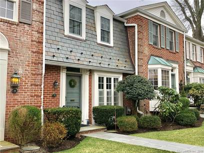Condo Home For Sale in New Canaan CT 06840.  townhouse near waterfront with swimming pool and 1 car garage.