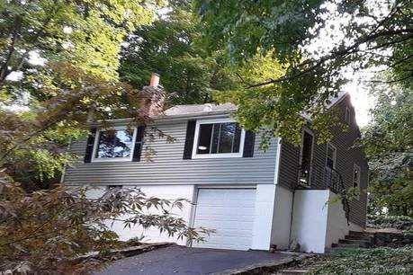 Single Family Home For Rent in Ridgefield CT 06877. Ranch cottage house near beach side waterfront with 1 car garage.