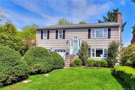 Single Family Home Sold in Stamford CT 06902. Ranch house near waterfront with 2 car garage.
