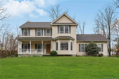 Single Family Home For Sale in Danbury CT 06811. Colonial house near waterfront with swimming pool and 2 car garage.