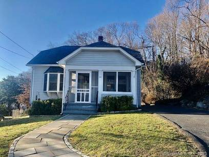 Single Family Home Sold in Norwalk CT 06854. Old  cape cod house near waterfront with swimming pool and 1 car garage.