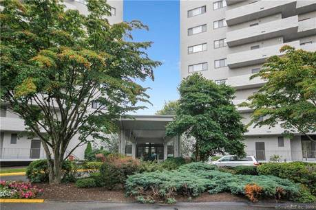 Condo Home Sold in Bridgeport CT 06604. Ranch house near waterfront with swimming pool and 1 car garage.