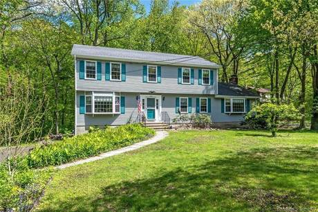 Single Family Home Sold in Stratford CT 06614. Colonial house near waterfront with 2 car garage.