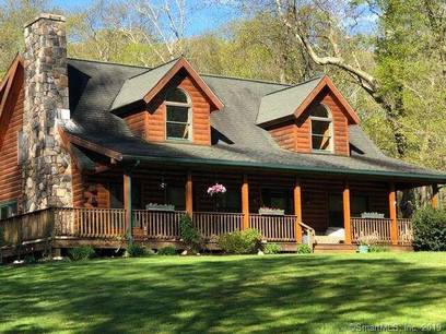 Single Family Home Sold in Easton CT 06612.  cape cod house near waterfront with 2 car garage.