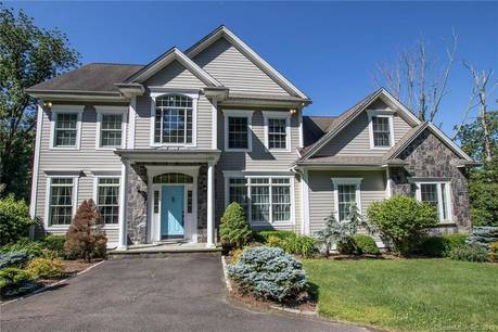 Single Family Home Sold in Bethel CT 06801. Colonial house near waterfront with swimming pool and 2 car garage.