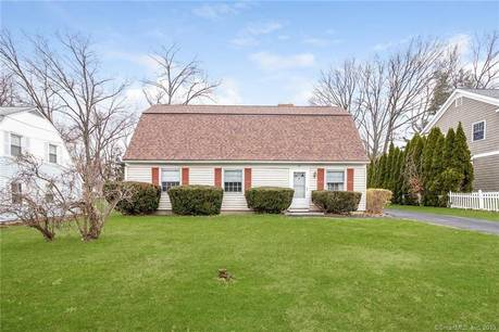 Single Family Home Sold in Danbury CT 06810. Colonial cape cod house near waterfront.