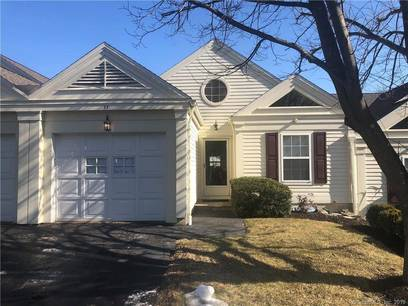 Condo Home Sold in Newtown CT 06482. Ranch house near waterfront with 1 car garage.