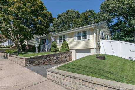 Single Family Home Sold in Bridgeport CT 06606. Ranch house near beach side waterfront with swimming pool and 1 car garage.